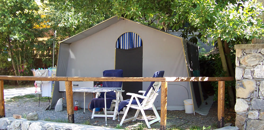 Familys, special offer in tent  . Big Tent until 5 pers. + car = 20,00 euro  No booking fee  !   Limited offer