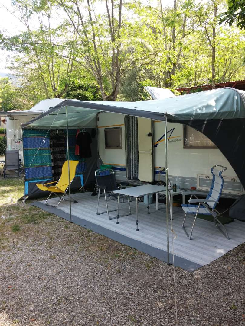Camper / Caravan pitch + 2 people: € 20.00 per night. Including electricity, hot showers, WI-FI. FREE CANCELLATION !