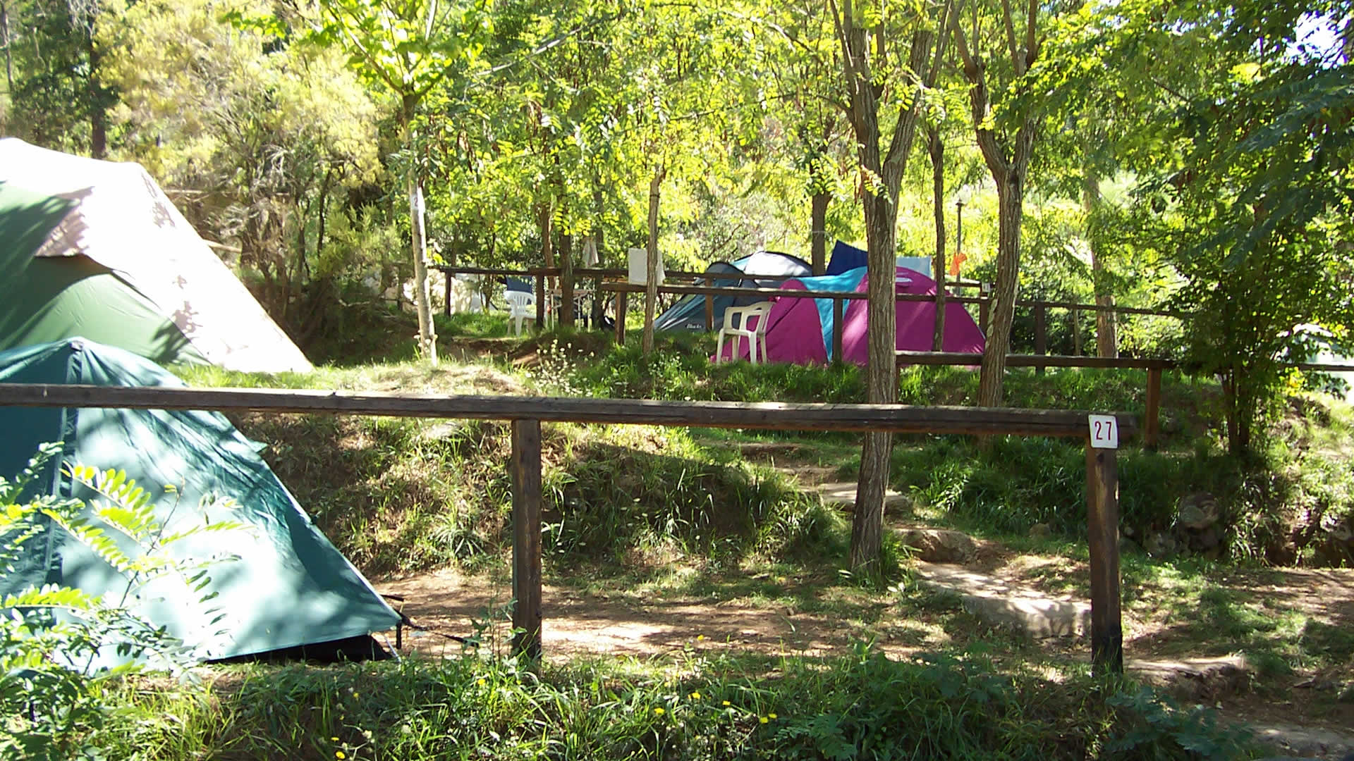 Small tent 2 places, pitch + 2 people + car: 18.00 euros per night. Hot showers included, wi_FI included. FREE CANCELLATION !