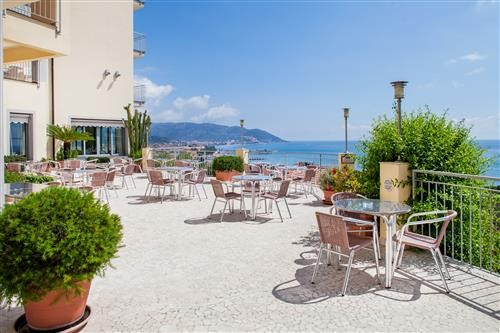 Offer Bed and Breakfast in Diano Marina: WELCOME DRINK AND 5% REDUCTION ON B & B RATES