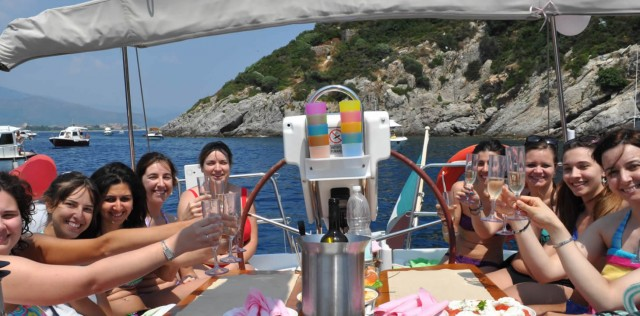 Residence offer + aperitif and Liguria sailing trip